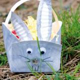 Une couronne et un lapin de Pâques